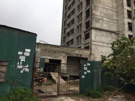 Ký túc xá nghìn tỷ bỏ hoang giữa Thủ đô