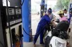 Giá xăng tăng gần 650 đồng/lít